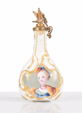 Small porcelain perfume bottle laquered on both sides, South Staffordshire, 1780 ca.