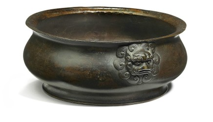 Ming circular bronze incense burner, handles with Fo-dog heads, 17th Century