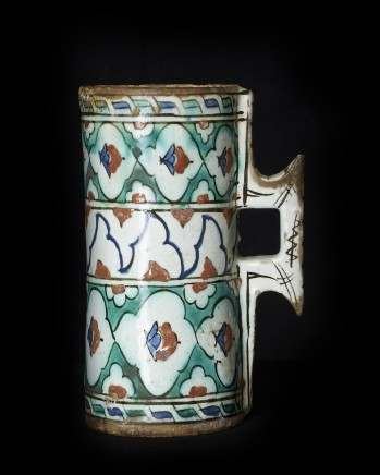 Iznik pottery tankard, Ottoman Turkey, Late 16th century/Early 17th century