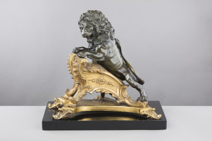 Large chiselled and gilt bronze chenet surmounted by a lion, Regence period, 1715 circa