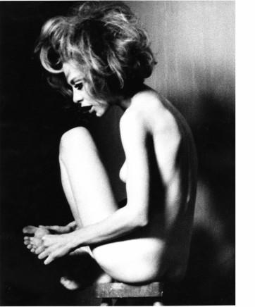 Sam Haskins, Kate on stool (close up), 1964