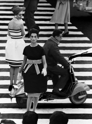 William Klein, Simone + Nina, Piazza di Spagna, Rome (Vogue), 1960