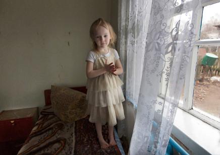 Quintina Valero, Iana Vasilieva at home in Maksimovichy, 2016