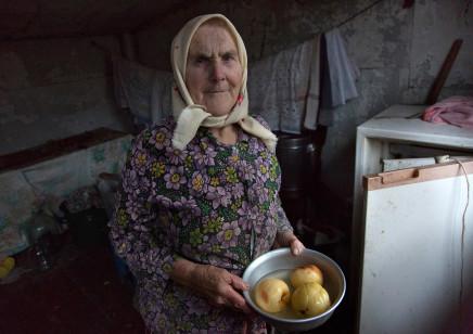 Quintina Valero, Anna in her kitchen, Copachichi, 2015