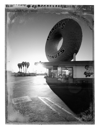 Christopher Thomas, Randy's Donuts, Inglewood, 2017
