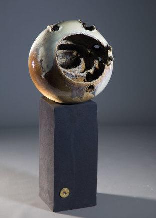 Allison Weightman, Triple spheres on tall plinth
