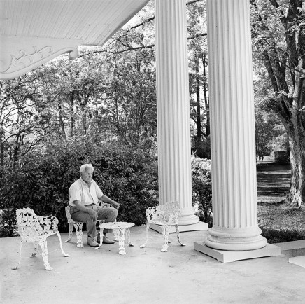 Rosalind Fox Solomon, Mississippi [Plantation dreamer], 1977