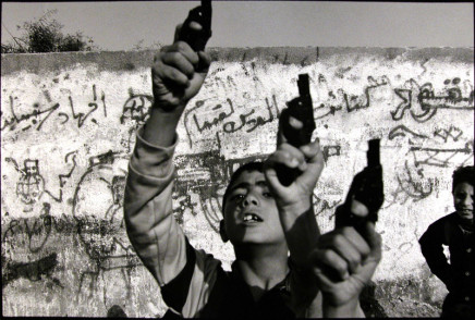 Larry Towell, Gaza City, Gaza, 1993