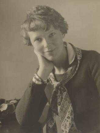 Violet Keene Perinchief, Amelia Earhart, Toronto, 1932