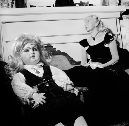 Rosalind Fox Solomon, Jonesboro, Tennessee [Lorena and Doll in Black], 1975