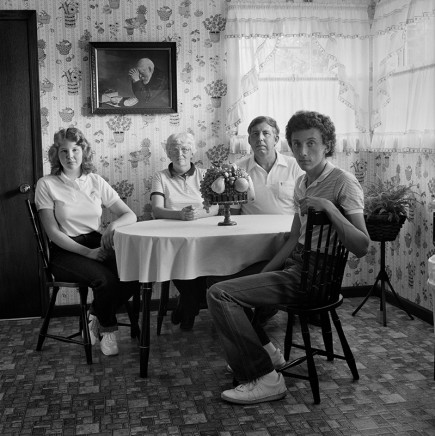 Rosalind Fox Solomon, Pikesville, Tennessee [The DeWeese Family], 1984