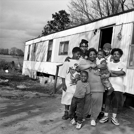 Rosalind Fox Solomon, Mississippi [Six children with their children], 1997