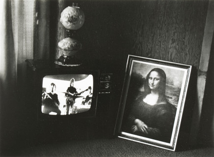 Larry Towell, Untitled [TV set and Mona Lisa], 1972-1973