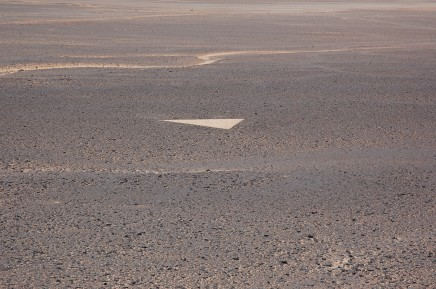 Julie Brook, Sand Drawing 2 - Jebel Acacus, SW Libya [575 x 600 x 600 cm], 2009