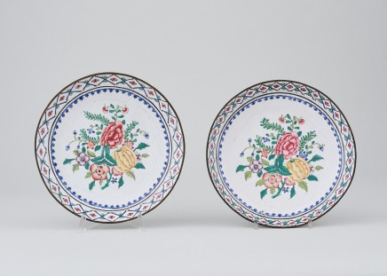 A PAIR OF CHINESE CANTON ENAMEL PLATES, Jiaqing (1796-1820)
