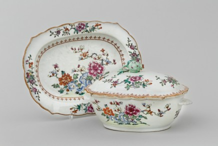 A FINE TUREEN, COVER & STAND, Qianlong (1736 - 1795)
