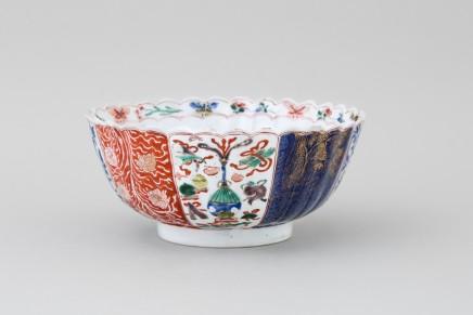A FAMILLE VERTE CHINESE IMARI BOWL, Kangxi (1662-1722)