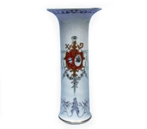 A RARE CHINESE PORTUGESE ARMORIAL VASE, Qianlong (1736-1795)