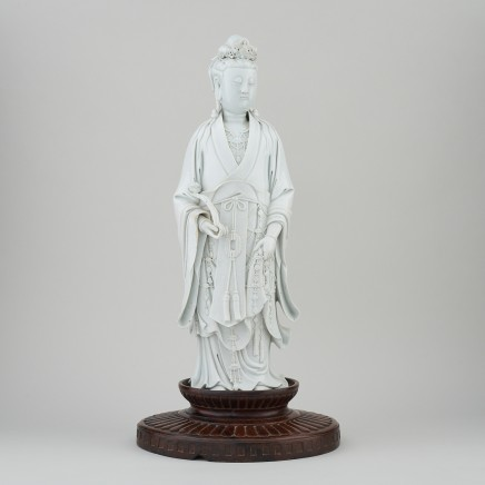 A CHINESE DEHUA FIGURE OF GUANYIN, 19th century