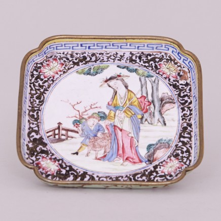 A CANTON CANTED SQUARE ENAMEL TRAY, Qianlong (1736 – 1795)