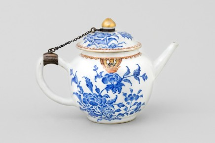 A CHINESE ARMORIAL TEAPOT AND COVER , Qianlong 1736-1795