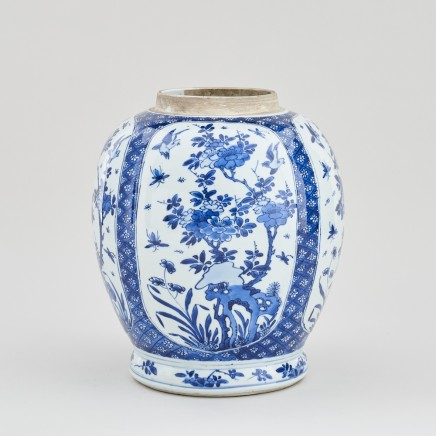 A CHINESE KANGXI BLUE AND WHITE JAR, Kangxi (1662 - 1722)