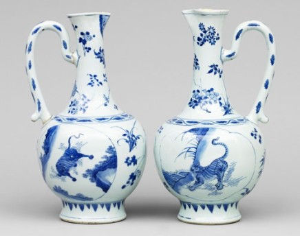 A VERY FINE NEAR PAIR OF CHINESE BLUE AND WHITE TRANSITIONAL EWERS, first half 17th century, probably Chongzheng (1628- 1643)