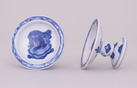 A NEAR PAIR OF CHINESE BLUE & WHITE SALTS, 康熙年间 (1662 – 1722)