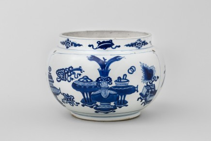 A CHINESE BLUE AND WHITE KANGXI JAR, Kangxi (1662-1722)