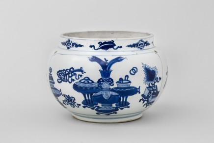 A CHINESE BLUE AND WHITE KANGXI JAR, 康熙年间 (1662 – 1722)