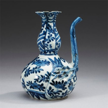 A CHINESE BLUE AND WHITE KRAAK 'POMEGRANATE EWER' KENDI, 1595-1610
