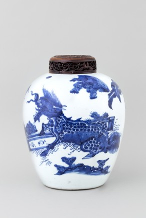 A BLUE AND WHITE CHINESE TRANSITIONAL VASE, Transitional 17th century