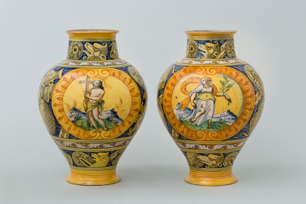 A MAGNIFICENT PAIR OF ITALIAN PALERMO MAIOLICA PHARMACY JARS , Circa 1600
