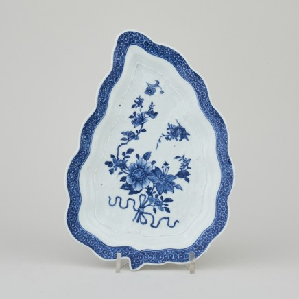 A BLUE AND WHITE LEAF SHAPED DISH , Qianlong (1736 - 1795)