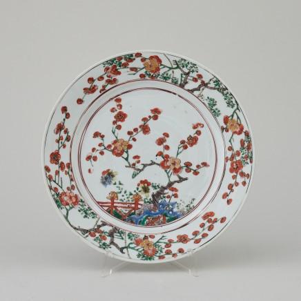A CHINESE VERTE/IMARI PLATE, Kangxi (1662 - 1722)