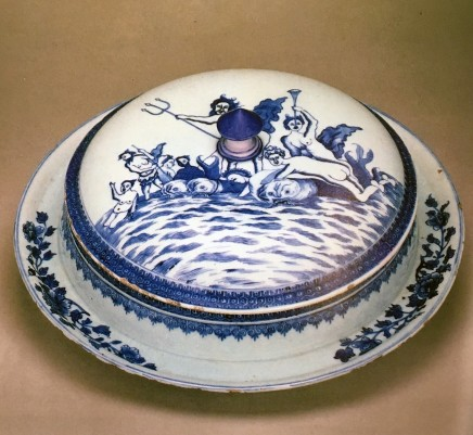 A RARE BLUE AND WHITE BOWL, COVER AND STAND, Qianlong (1736 - 1795)
