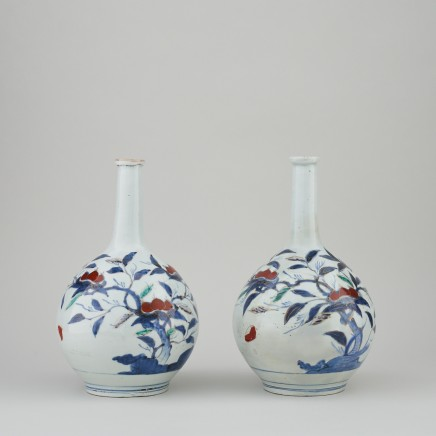 A PAIR OF JAPANESE BOTTLE VASES , 18th century