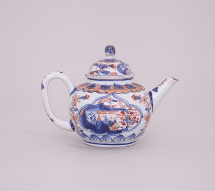 CHINESE IMARI TEAPOT AND COVER, 18th century