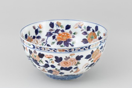 A LARGE CHINESE IMARI PUNCH BOWL, 18th Century