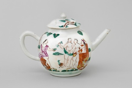 A CHINESE FAMILLE ROSE TEAPOT AND COVER DEPICTING 'THE JUDGMENT OF PARIS', Qianlong 1736-1795