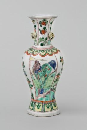 A KANGXI FAMILLE VERTE VASE, 康熙年间 (1662 – 1722)