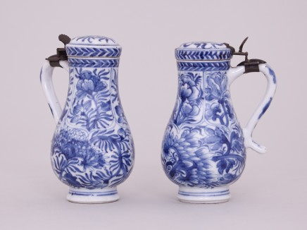 A PAIR OF SMALL KANGXI BLUE AND WHITE POTS AND COVERS, Kangxi (1662-1722)