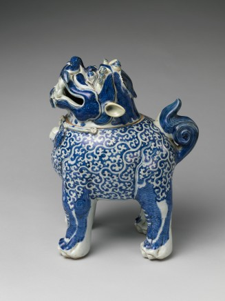 A RARE BLUE AND WHITE 'LUDUAN' CENSER AND COVER, Wanli, early 17th century