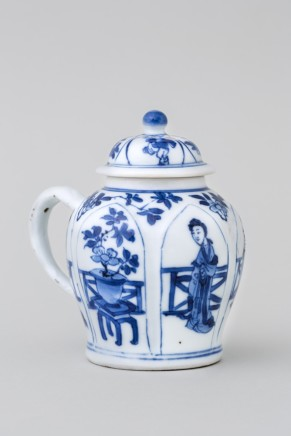 A CHINESE BLUE AND WHITE MUSTARD POT AND COVER, Kangxi (1662 - 1722)
