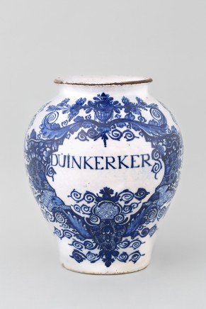 AN ANTIQUE DUTCH DELFT JAR, 18th century