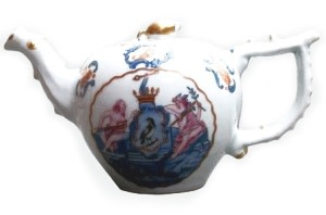 A CHINESE FAMILLE ROSE TEAPOT, Qianlong (1736 - 1795)