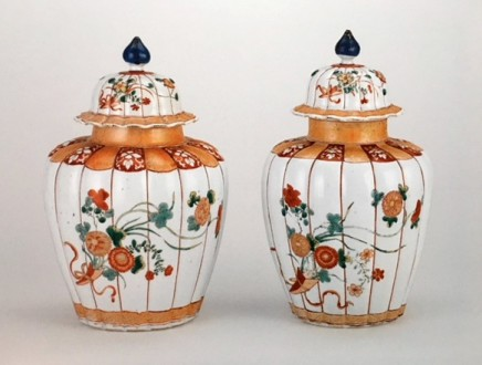A FINE AND RARE PAIR OF FAMILLE VERTE VASES, Kangxi 1662 – 1722 / Yongzheng 1722-1735
