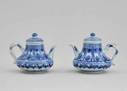 A PAIR OF CHINESE BLUE AND WHITE MINIATURE TEAPOTS AND COVERS, Kangxi (1662 - 1722)