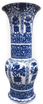 A FINE CHINESE BLUE AND WHITE PETAL MOULDED YENYEN VASE , Kangxi (1662 - 1722)