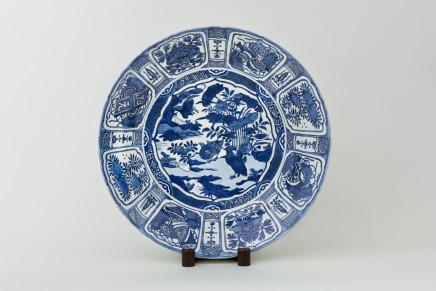 A LARGE CHINESE KRAAK CHARGER, 1610-1630